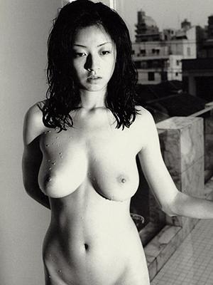 【画像】高岡早紀(43歳)伝説おっぱいの産後ヌード画像ww