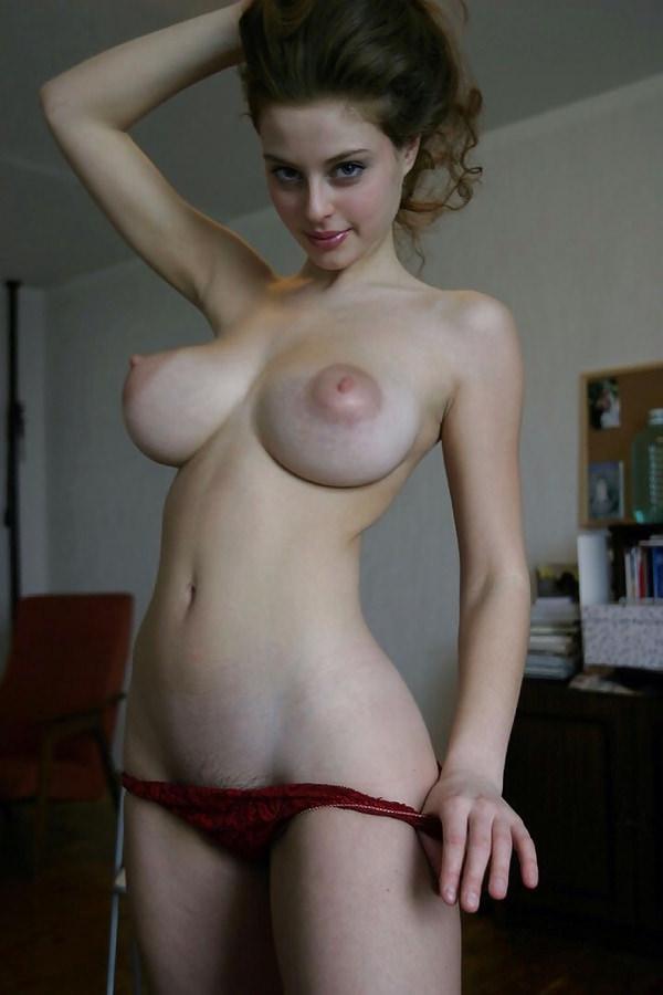 白人巨乳エロ画像 (15)