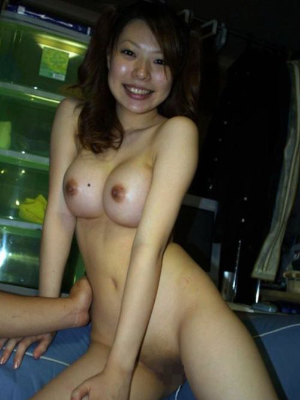 素人全裸 顔出し モザイク無し 【素人】他人の彼女の全裸ヌードを勝手に品評会「顔はともかく身体はエロいな」