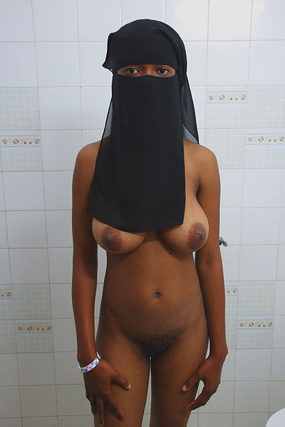 400px-nude_woman_with_niqab
