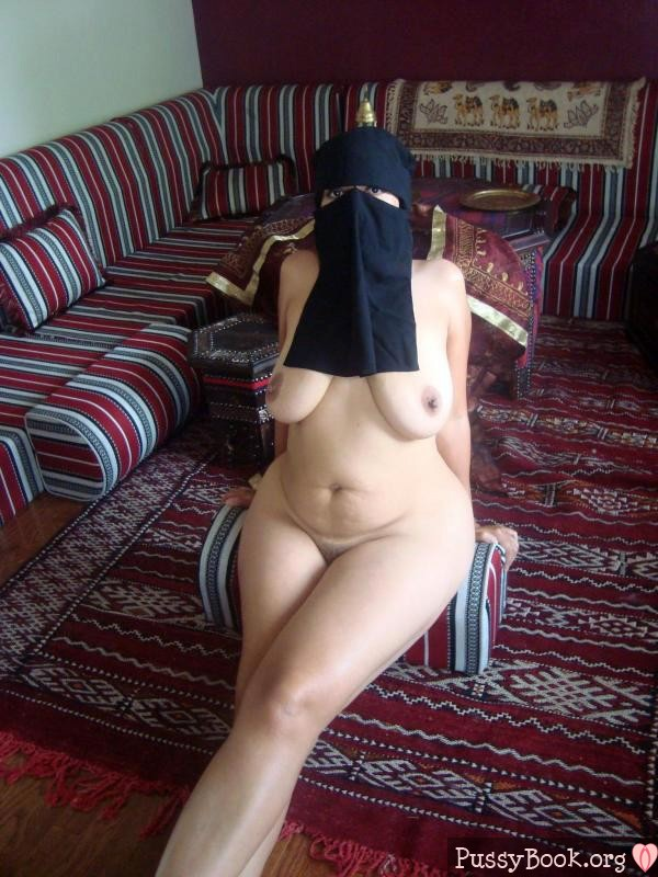 arabian-burka-bitch-nude-at-home-600x800