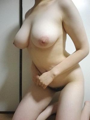 【画像】26歳でも巨乳だと結構垂れちゃうんだな・・・